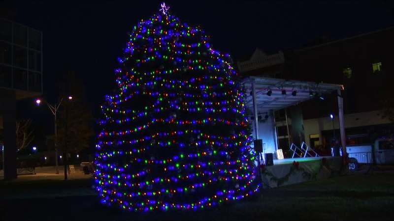 City of Roanoke lights up downtown Christmas tree
