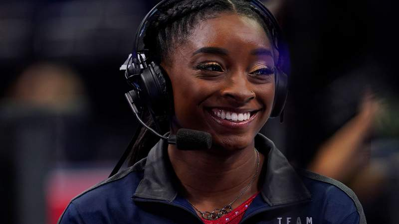Four-time Olympic gold medalist Simone Biles apparently doesn't even need to see her fans in person to bring out their smiles.