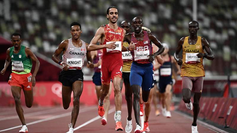 Spain's Mohamed Katir (C) crosses the finish line to win the men's 5000m heats during the Tokyo 2020 Olympic Games at the Olympic Stadium in Tokyo on August 3, 2021. (Photo by Jewel SAMAD / AFP) (Photo by JEWEL SAMAD/AFP via Getty Images)