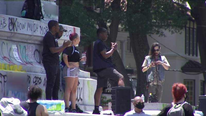 Groups gather to celebrate removal of Robert E. Lee statue