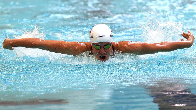 Mallory Weggemann of the United States competes in the 200m Individual Medley during day 3 of the 2021 U.S. Paralympic Swimming Trials