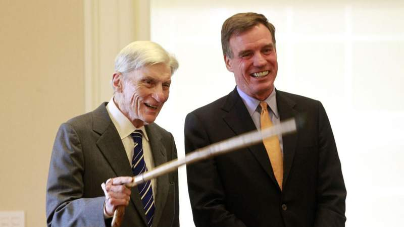 Sen. Mark Warner scheduled to speak at former Sen. John Warner's funeral