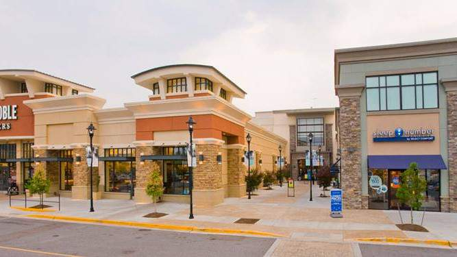 Roanoke's Valley View Mall plans to close its doors starting Wednesday at 7 p.m. in order to comply with Governor Northam's executive order.