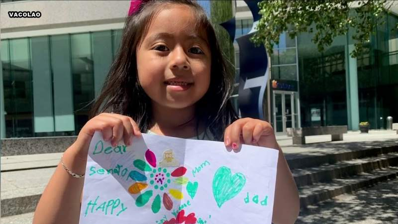 Children of immigrants make Father's Day cards