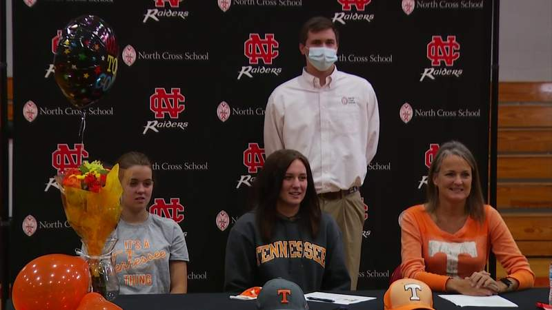 Asia Minnes signs to swim at Tennessee