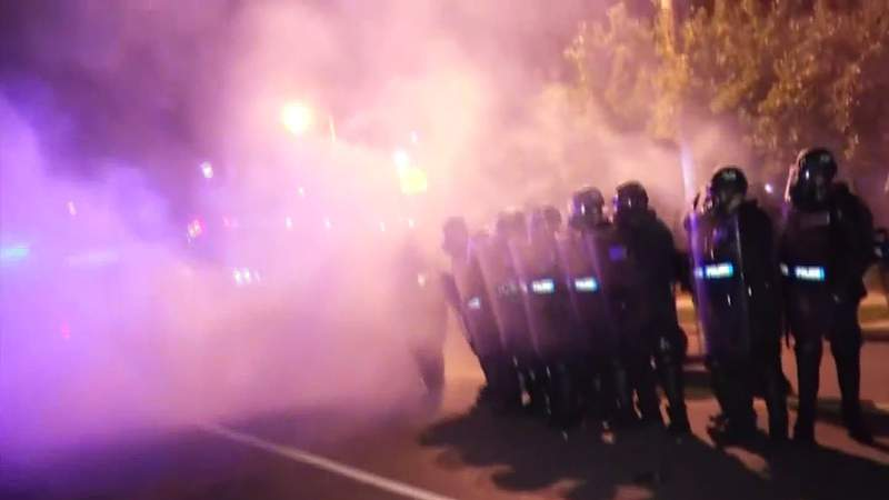 Sen. Kaine introduces bill to limit use of tear gas
