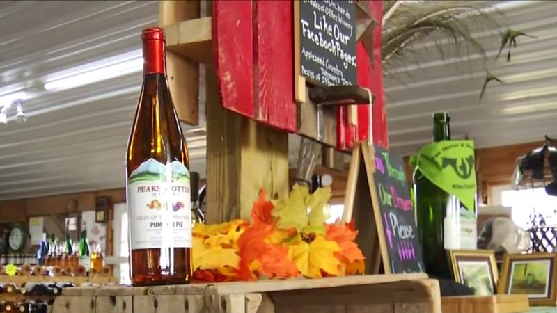 Johnson's Orchard draws thousand of tourists each year