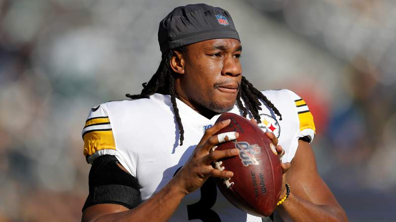 Pittsburgh Steelers running back Trey Edmunds (33) warms up before an NFL football game against the New York Jets, Sunday, Dec. 22, 2019, in East Rutherford, N.J. (AP Photo/Adam Hunger)