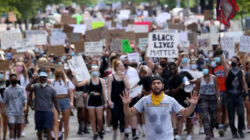 Demonstrators march to protest against police brutality and the death of George Floyd, on June 4, 2020 in the Clarendon neighborhood of Arlington, Virginia. (Photo by Win McNamee/Getty Images)