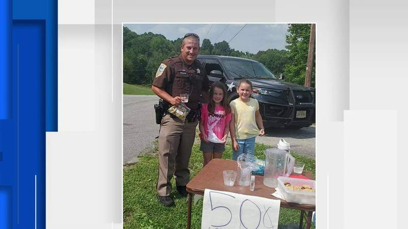 Deputies visit local lemonad stand