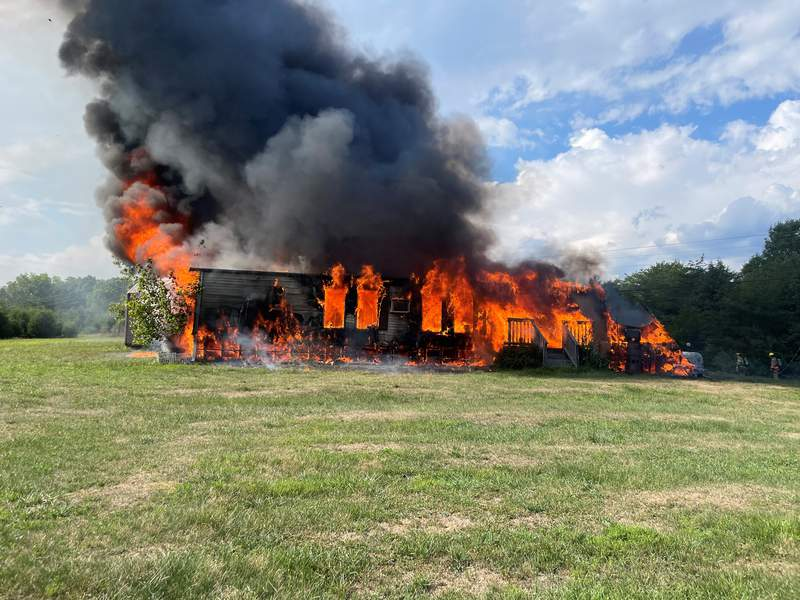 2 displaced after fire engulfs Botetourt County home