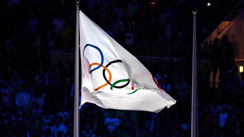 Aug 21, 2016; Rio de Janeiro, BRAZIL; The olympic flag during the closing ceremonies for the Rio 2016 Summer Olympic Games at Maracana. Mandatory Credit: Christopher Hanewinckel-USA TODAY Sports