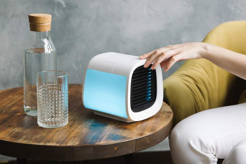 This new personal air conditioner from Evapolar can drop the air conditioner in your small bedroom to up to 59º in as little as 10 minutes and it keeps cooling for up to 9 hours.