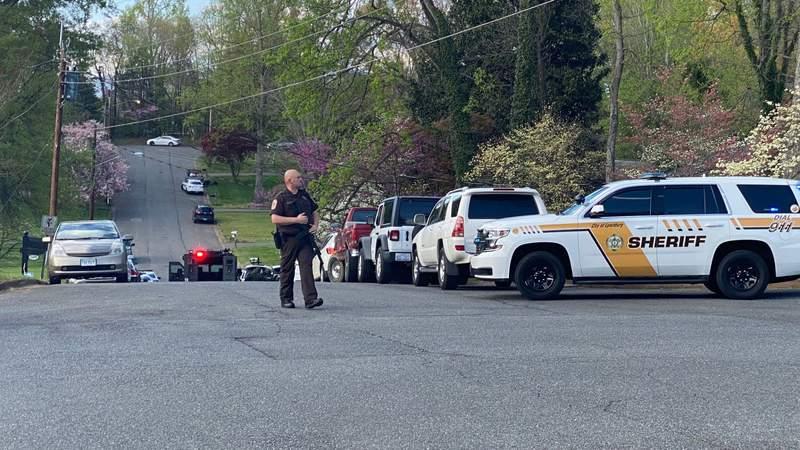 Suspect in custody after standoff in Lynchburg