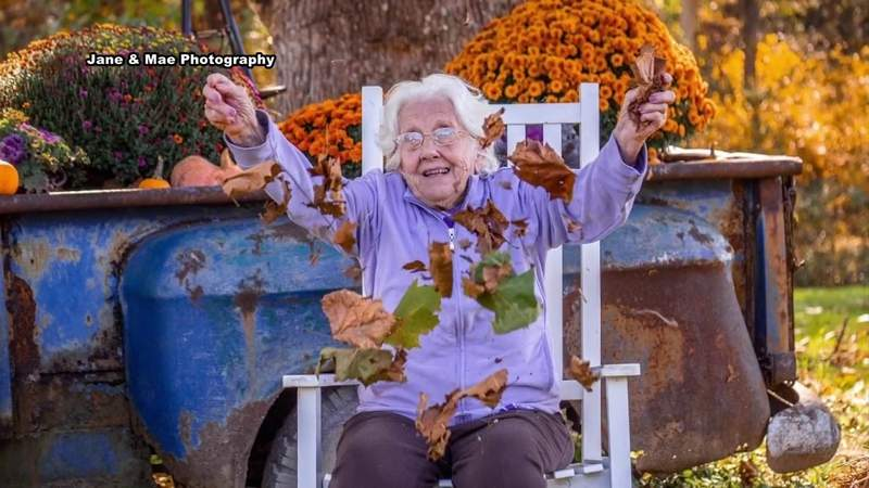 Local assisted living facility has picture day