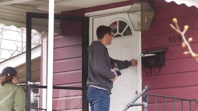 Community canvasses for candidates ahead of Super Tuesday