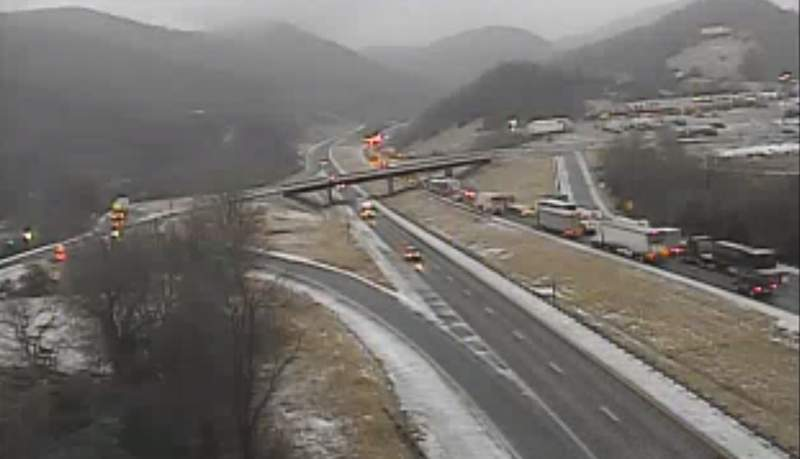 A tractor-trailer crash has closed all I-81S lanes in Montgomery County