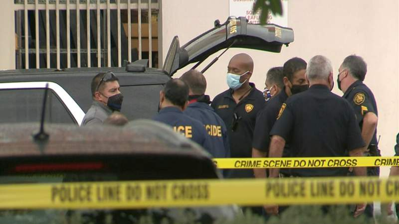 SAPD: Officer stabbed in the face, suspect dead after shoplifting incident