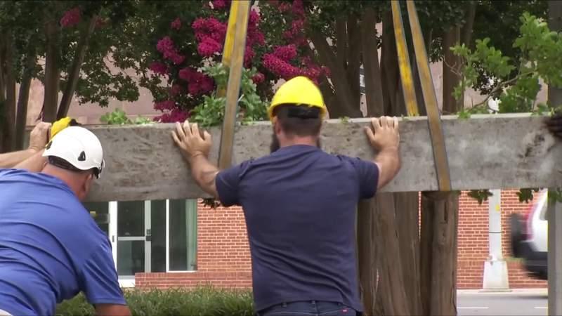Lee statue toppled overnight in Roanoke