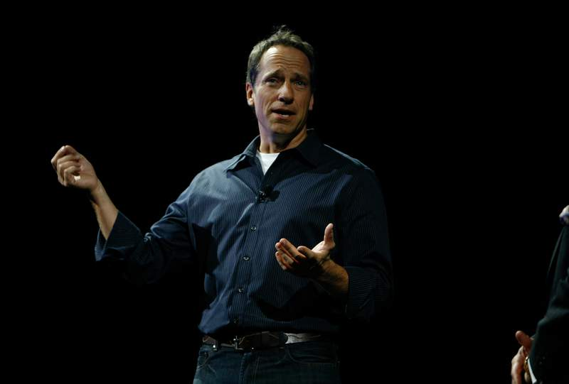 """NEW YORK - APRIL 23: Host of """"Dirty Jobs"""" Mike Rowe speaks at the Discovery Upfront event at Jazz at Lincoln Center on April 23, 2008 in New York City.  (Photo by Amy Sussman/Getty Images for Discovery)"""