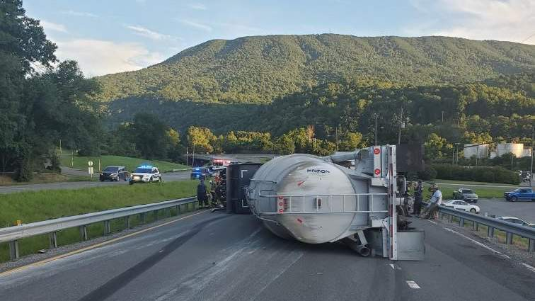 Tanker crash closes all travel lanes on US 460 in Giles County