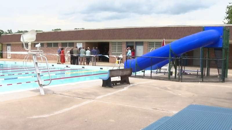 Roanoke pools reopen after help from community