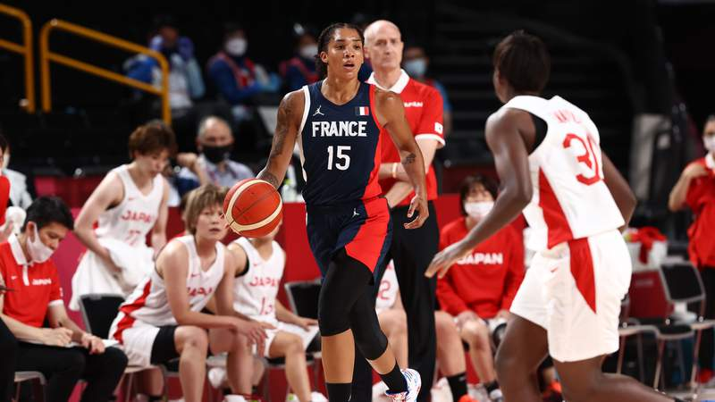 TOKYO, JAPAN - AUGUST 6: Gabby Williams #15 of the France Women's National Team dribbles the ball during the game against the Japan Women's National Team during the semifinals of the 2020 Tokyo Olympics on August 6, 2021 at the Super Saitama Arena in Tokyo, Japan. (Photo by Ned Dishman/NBAE via Getty Images)