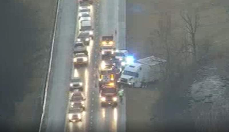 Tractor-trailer crashes on I-81 in Montgomery County