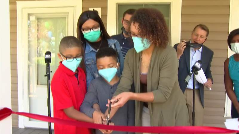 Family gets keys to new home