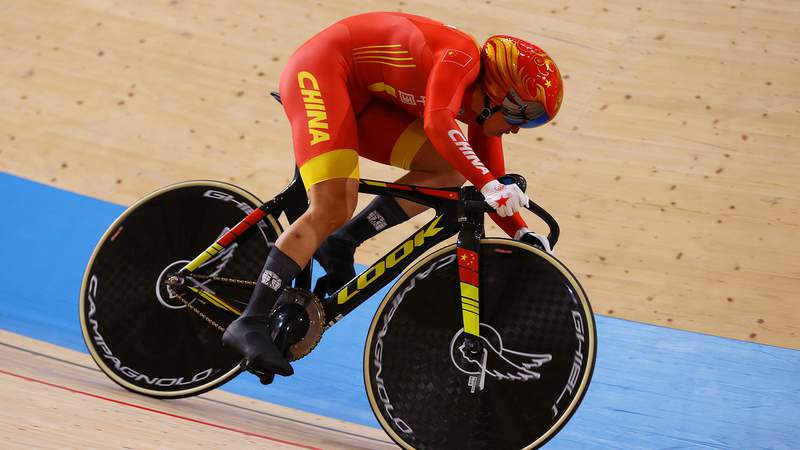 Tianshi Zhong of Team China sprints during the Women's team sprint qualifying of the Track Cycling on day 10 of the Tokyo Olympics 2021 games at Izu Velodrome on August 02, 2021 in Izu, Shizuoka, Japan.